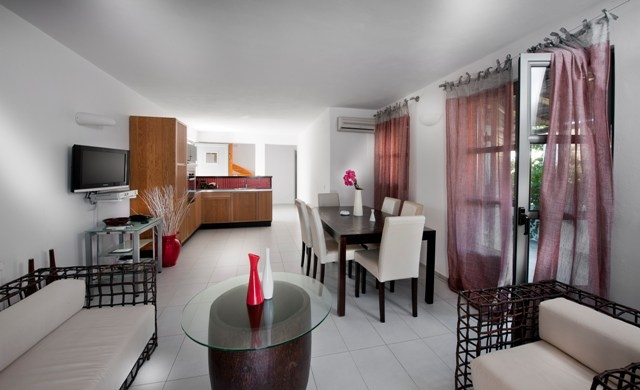 Fully equipped kitchen and living room